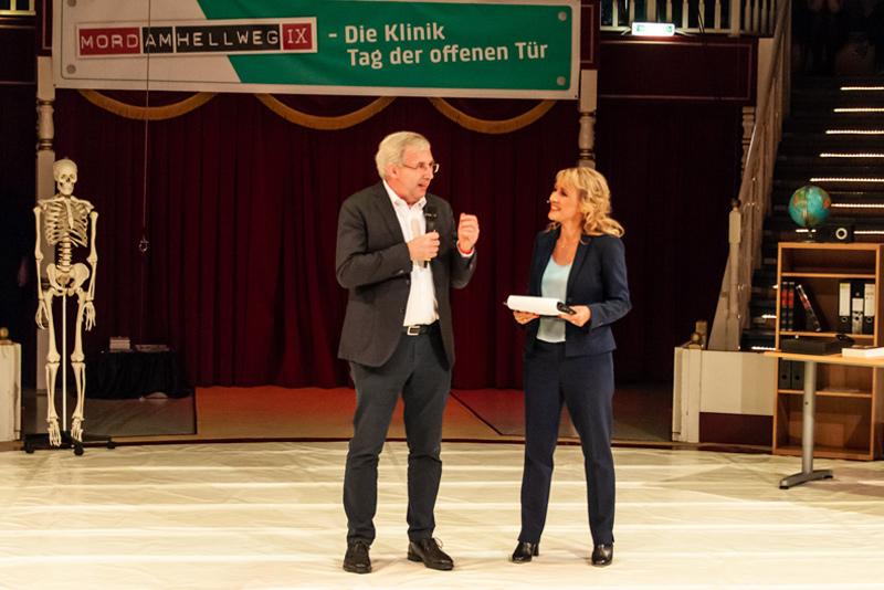 """""""Mord am Hellweg 2018"""" Sabine Ziemke und Staatssekretär im Ministerium für Kultur und Wissenschaft NRW Klaus Kaiser, Foto © gk-Medienproduktion (Gerhild Krauß)"""