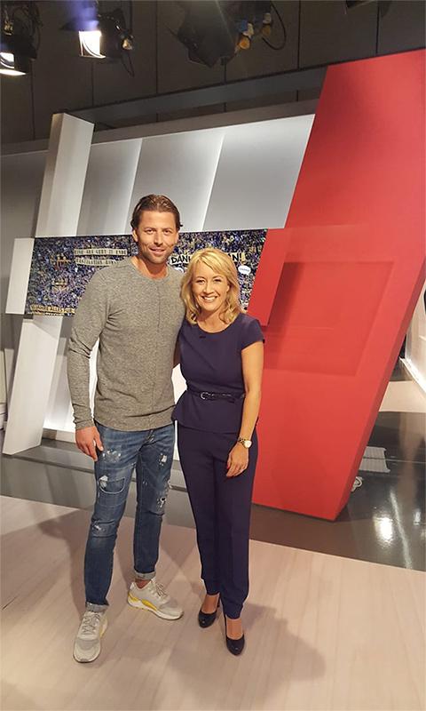 Roman Weidenfeller (BVB) und Moderatorin Sabine Ziemke in der WDR Lokalzeit aus Dortmund.