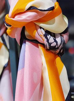 Business Mode farbiger Schal